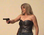 BDSM CLIP - Screenshot aus Lady Hermina - Pistole